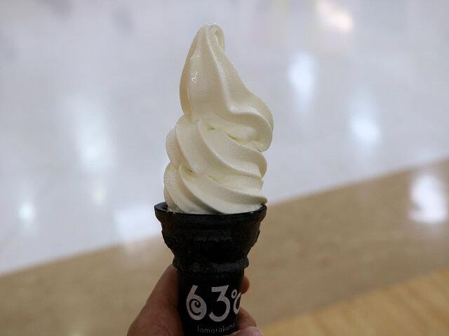 東毛酪農63℃のソフトクリーム「竹炭ごまコーン」 太田市 ソフトクリーム 63℃