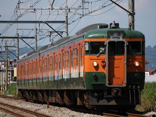 ラッピング電車外観 かぼちゃ電車 115系 ハロウィン