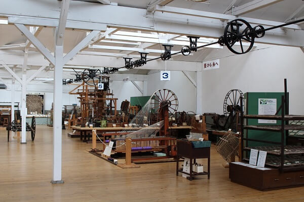 織物参考館 紫 博物館 日本一大きい手織り機 織物体験 桐生市