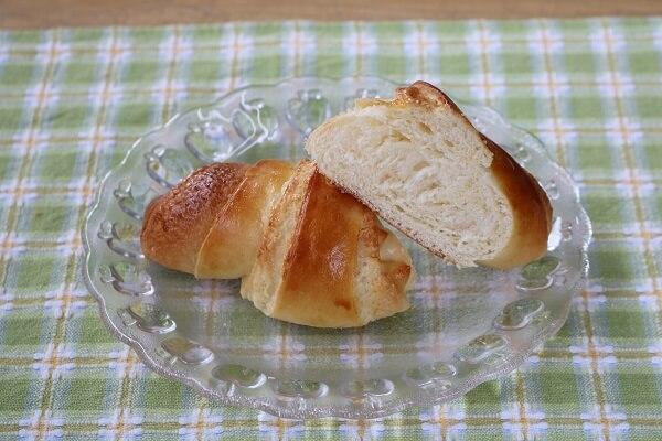 ビスロールの中身はフワフワ シロフジ製パン所 アイスまんじゅう