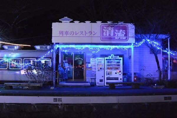 神戸駅にある列車のレストラ清流