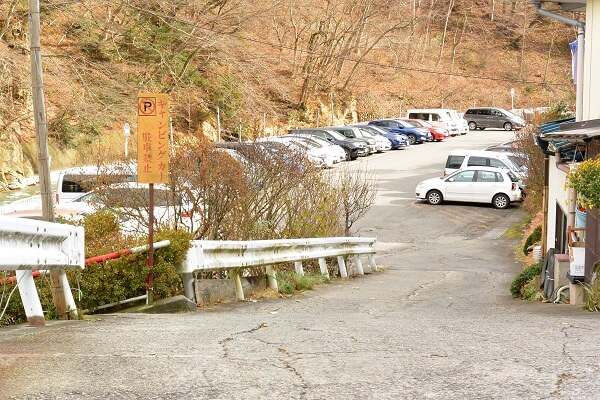 四万温泉 駐車場