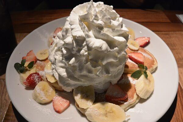 コナズ珈琲高崎店 ストロベリー&バナナ&ホイップクリームパンケーキ