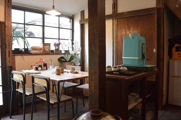 椿食堂 テーブル席