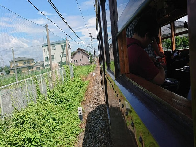 車窓から外の風景 上毛電鉄 風鈴電車
