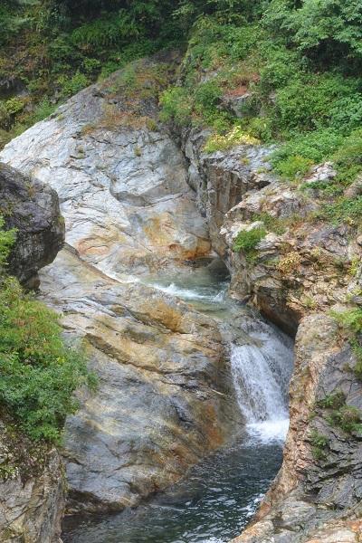 蝉の渓谷 滝