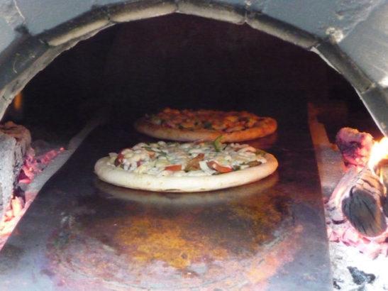 石窯で焼くピザ ヒマワリ畑 大岩フラワーガーデン