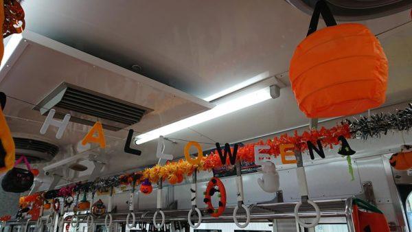 ハロウィン飾り一色の車内 上毛電気鉄道 ハロウィン電車