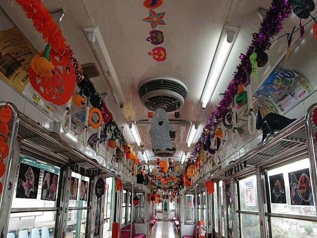 車内飾り付けの様子 上毛電気鉄道 ハロウィン電車