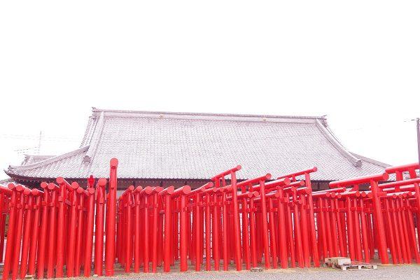 小泉稲荷神社 鳥居
