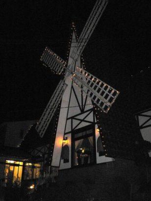 風車外観 群馬 夜景 レストラン