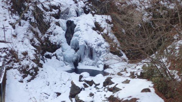 群馬 滝 氷瀑 氷柱