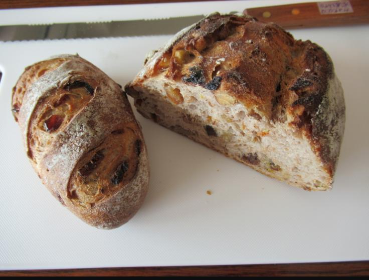 ベーカリーハウスドンキー 天然酵母のブルーベリーパン