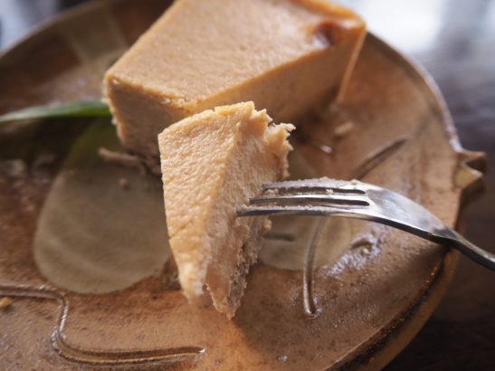 カフェ 黒糖チーズケーキ