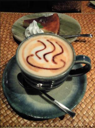 四万柏屋カフェの温泉カプチーノ 温泉観光 人気スポット