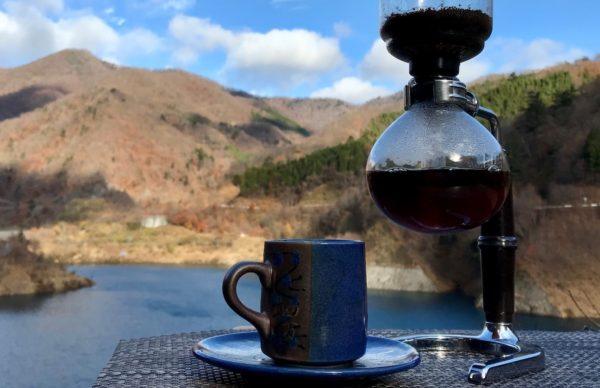 湖畔カフェ ラトリエ・ブルーのコーヒー 温泉観光 人気スポット