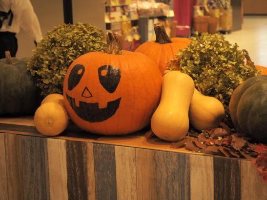 かぼちゃに顔が描かれたオブジェ 高崎駅 ハロウィン