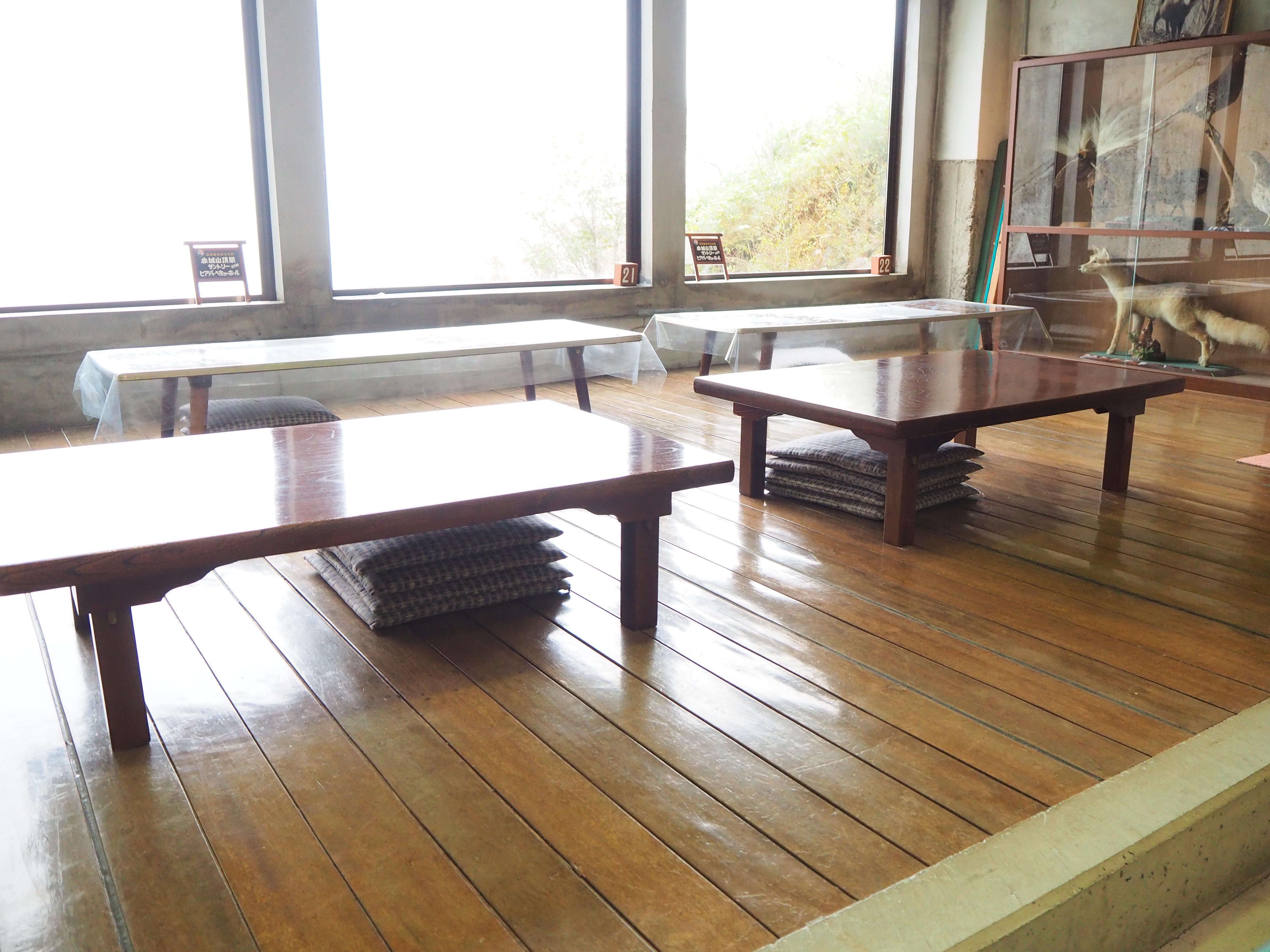テーブル 席