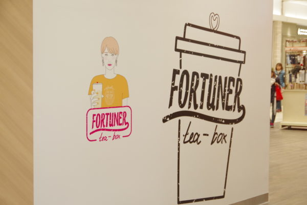FORTUNER tea-box 店内