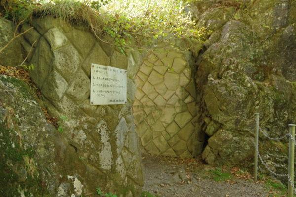 小中大滝けさかけ橋 入り口となるトンネル
