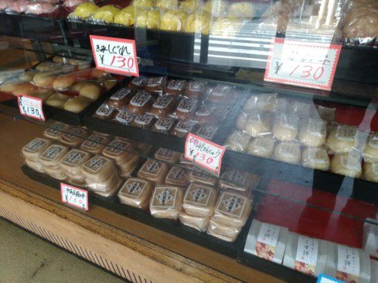 酢屋製菓舗 ショーケースに並ぶお菓子