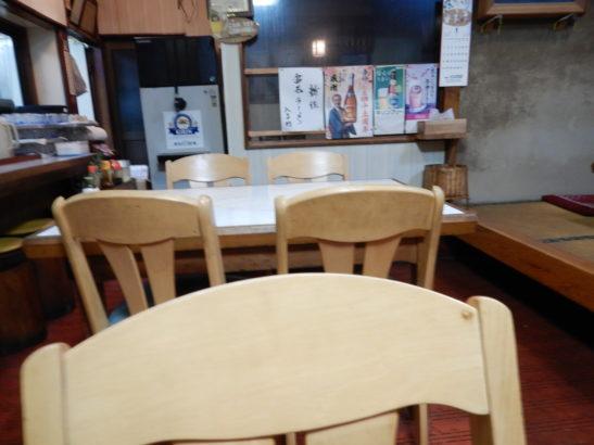 香珍 店内 テーブル席