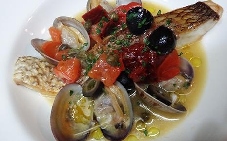 笑顔ローカル食堂 カフェ風の真鯛のアクアパッツア