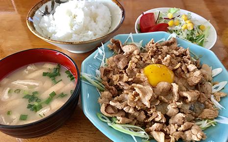 笑顔ローカル食堂 春囍(はるき)のロース焼き定食