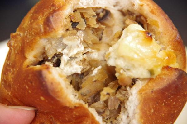 釜めしパン パンの中に山ごぼうがたっぷり