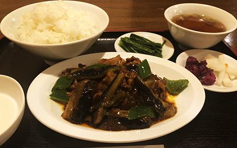 笑顔ローカル食堂 中華料理華やの茄子と豚肉の辛みそ炒め定食