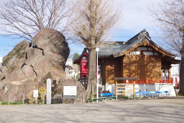 岩神稲荷神社 岩神の飛石