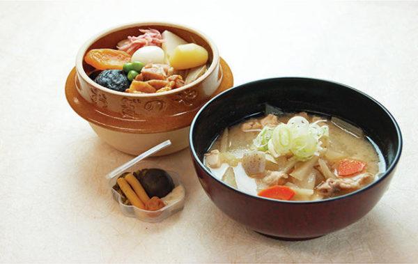 横川サービスエリア上り フードテラス「たびーとキッチン」峠の釜めし定食