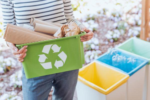 引越し不用品 ゴミを分別するイメージ