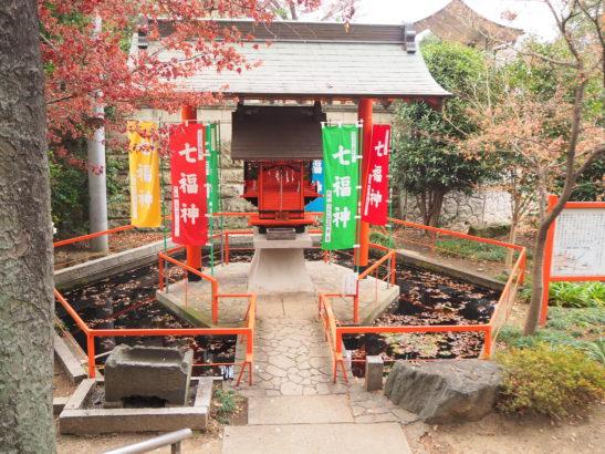 尾曳稲荷神社 本殿の裏手に祀られる弁財天