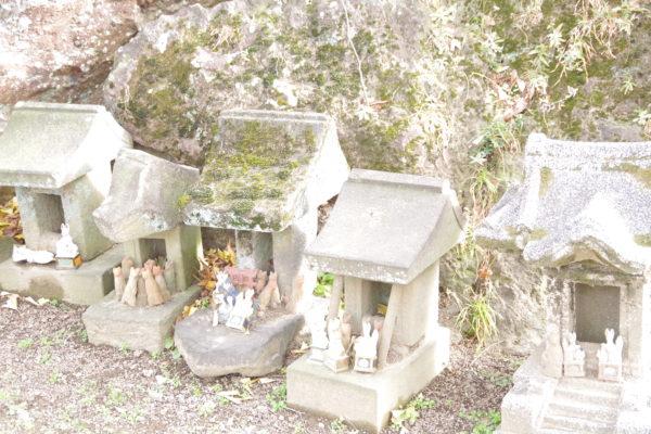 岩神稲荷神社 石祠