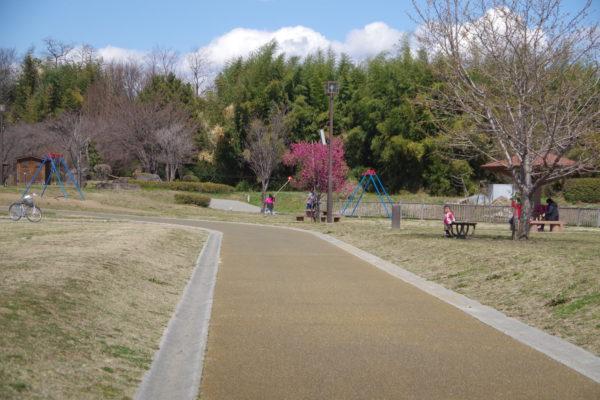 三ツ寺公園 広々した敷地