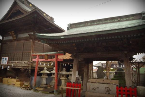 伊勢崎神社 体と心を清めて参拝に向かう