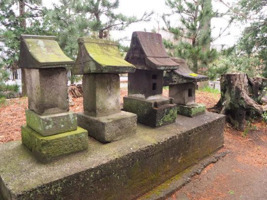 五霊神社 石祠