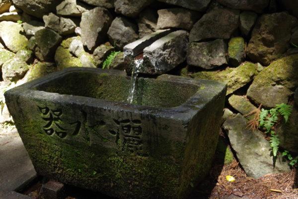 三夜沢赤城神社 器水