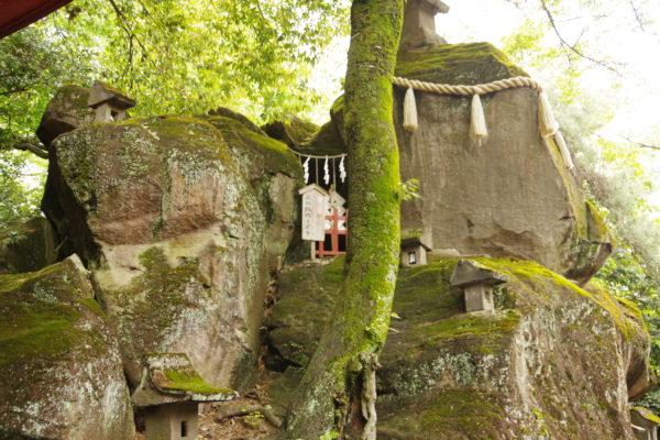 産泰神社 巨石