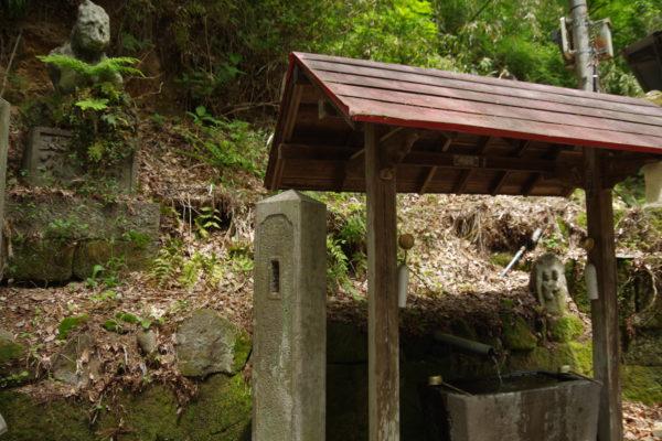 棚下不動の滝 石像