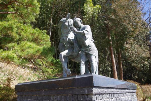 太助神社 銅像