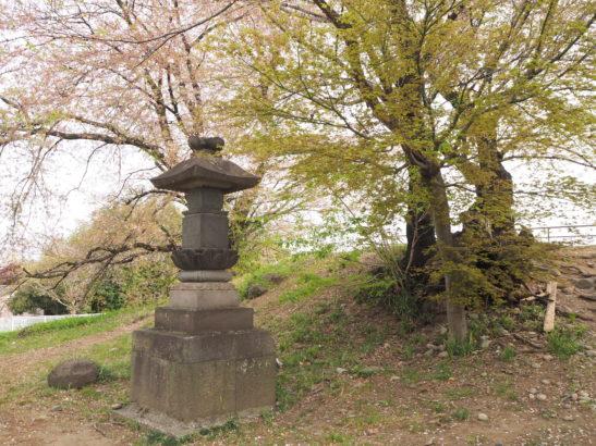蛇穴山古墳 石の祠