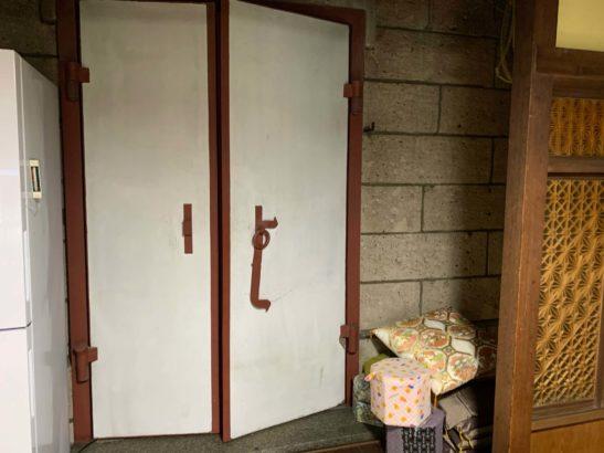 カフェ尾島 蔵の扉