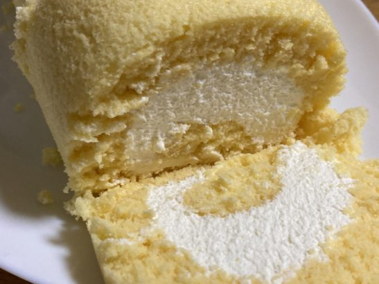 生ロールケーキ断面 みよし乃製菓舗 ロールケーキ