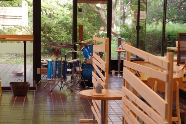 店内ホールにあるドラム 城町食堂 館林