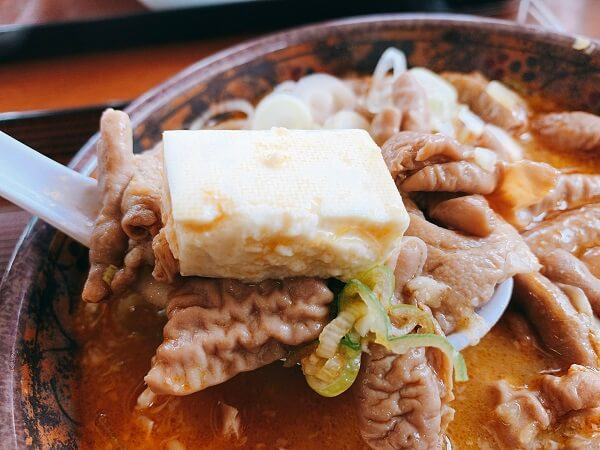 伊勢崎市三室町 日の出食堂 もつ煮定食 おかず大盛り